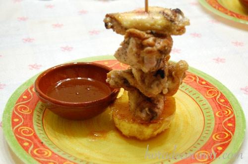 Alitas de pollo fritas con salsa agridulce