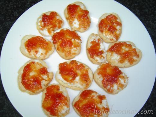 tostadas-queso-cabra-con-tomate