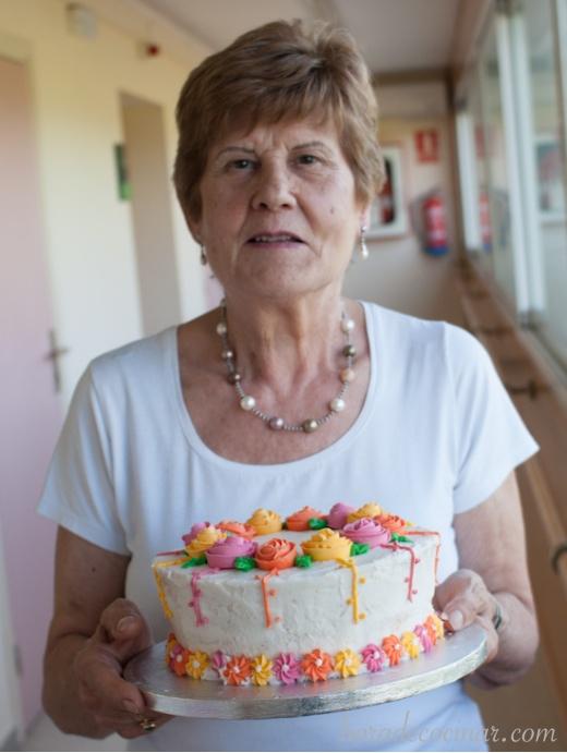 Nuestra madre con su tarta