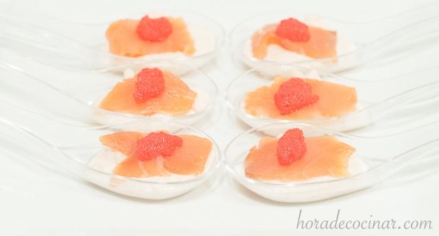 Cucharillas de mousse de salmón