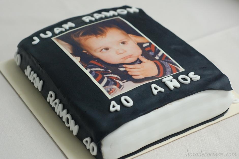 Tarta fondant Libro 40 Aniversario