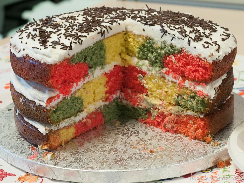 Layercake con bizcocho de cuadrados de 3 colores