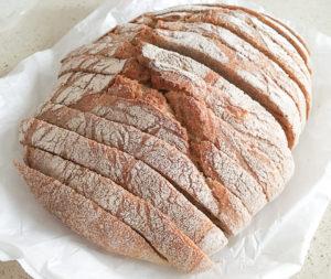 Pan de pagès cortado