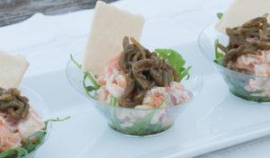 Vasito con salmón y salicornias