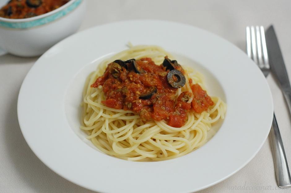 Spaghetti alla puttanesca  (Espaguetis a la Putanesca)
