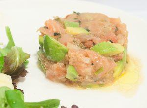 Tartar de salmon, aguacate y tomate