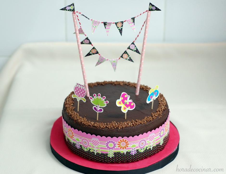 Tarta de cumpleaños con toppers