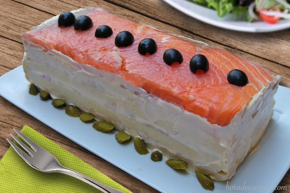 Pastel frio de verano con salmón