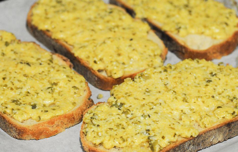 Tostada galesa de queso y cerveza (Welsh rarebit)